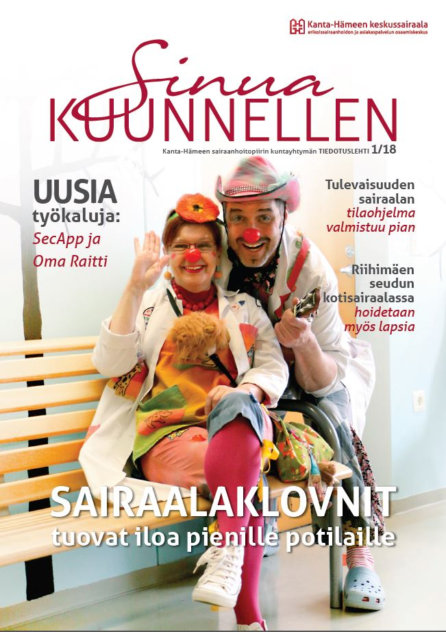 Uuden Sinua Kuunnellen -lehden kannessa poseeraa kaksi sairaalaklovnia.